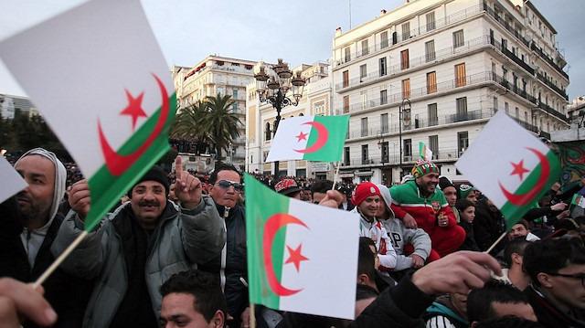 Cezayir halkı isyanda: Buteflika'yı istemiyoruz