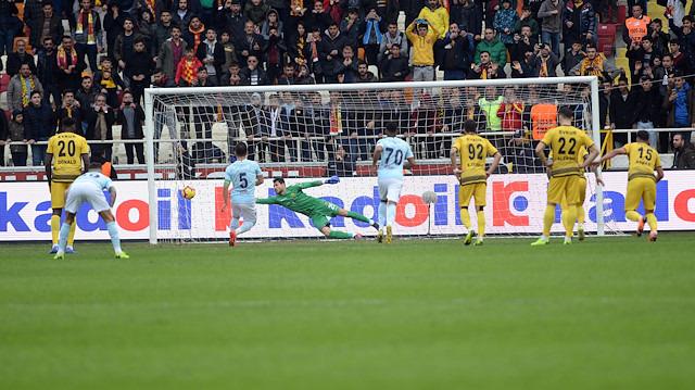 Başakşehir maçında tartışılan penaltı pozisyonu