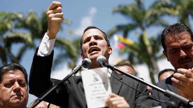 Guaido Venezuela'ya dönüyor: Sokak eylemleri istedi