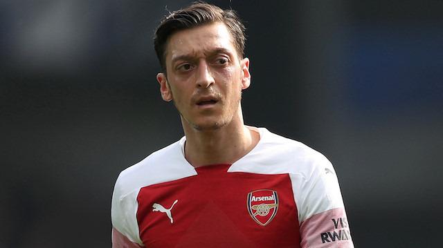 Mesut Özil, genç hayranını sevindirdi