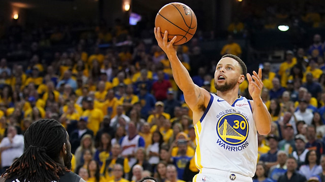 Curry, play-off'lara rekorla başladı