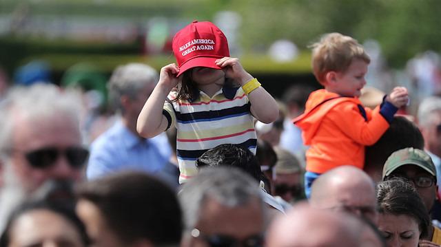 Donald Trump çocuklara 'duvarı' anlattı