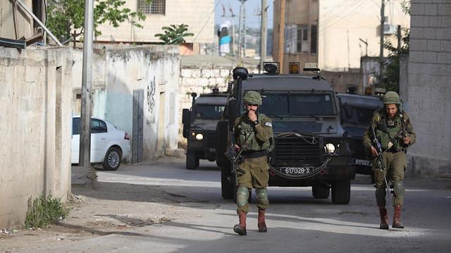 İsrail askerleri 11 Filistinliyi yaraladı
