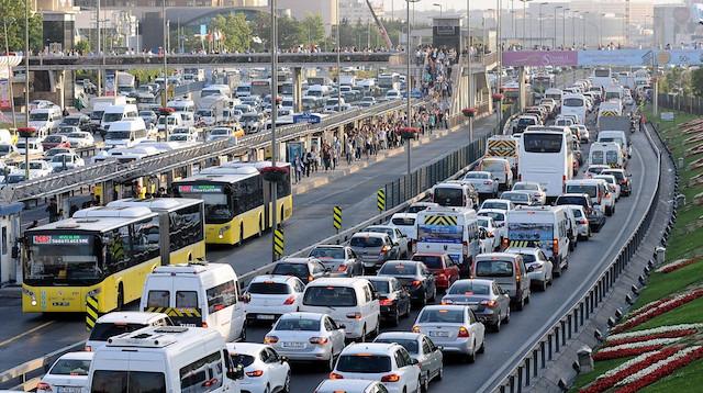 Trafik yoğunluğu ve hava kirliliğine yeni düzenleme: Mesai saatleri değişebilir