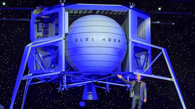 Jeff Bezos, Ay'a göndereceği Blue Moon aracını tanıttı