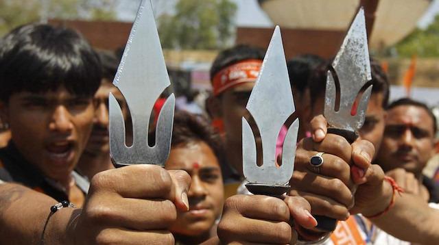 Hindistan'da 3 Müslüman ölümüne darp edildi