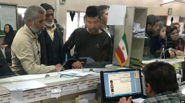İran, 100 bin Afgan'ı sınır dışı etti