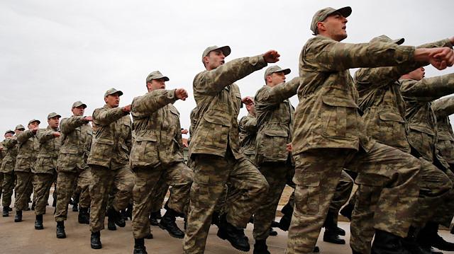 AK Parti yeni askerlik düzenlemesi için bu akşam toplanacak