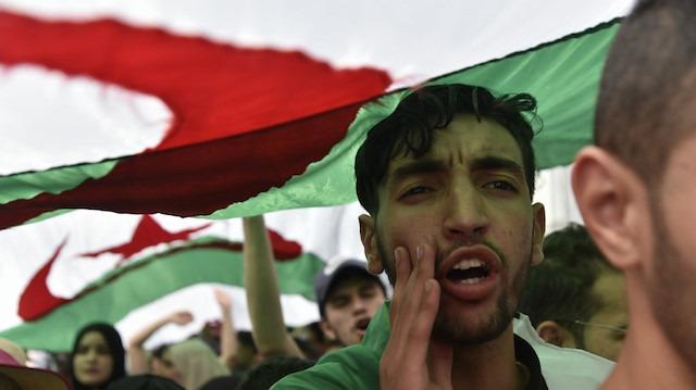 Cezayir siyasi belirsizliğe sürükleniyor