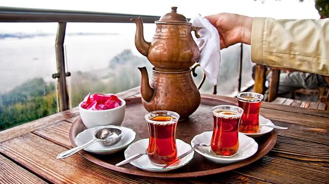 Çay tiryakilerini üzen haber! 5 bardaktan fazlası zarar
