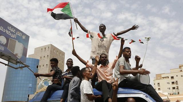 Sudan'da darbeye karşı 'darbe'