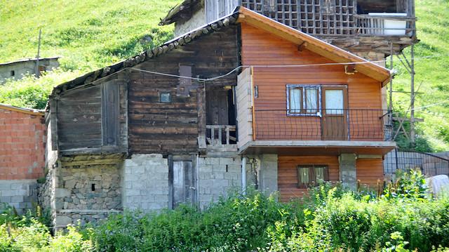 Miras kavgası: Babalarından kalan ahşap evi ikiye böldüler