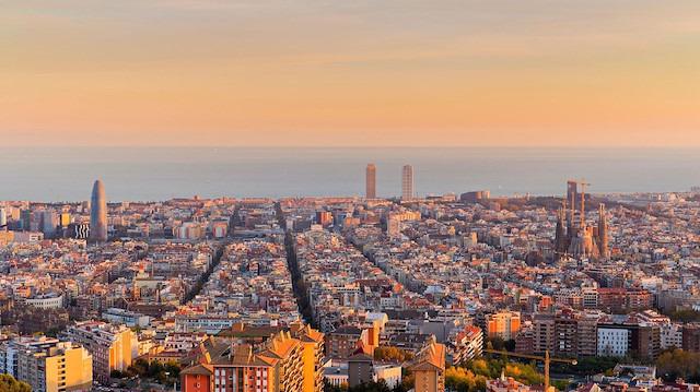 Barcelona açık alanda sigara kullanımını yasaklamaya hazırlanıyor
