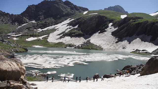 Hakkari'de 20 bin yıllık buzlar eriyor