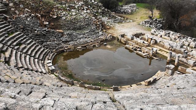 Strakonikeia Antik Kenti'ndeki tiyatronun sahnesi gün yüzüne çıkıyor