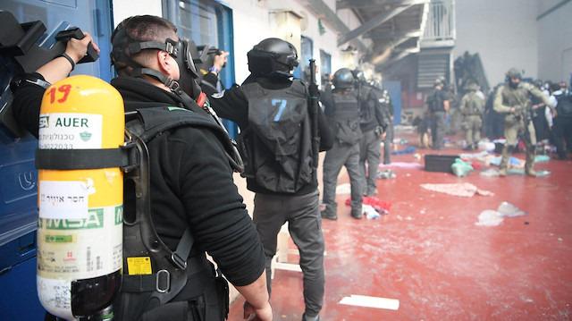 Ofer Hapishanesi'ne İsrail baskını