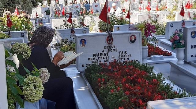 Edirnekapı Şehitliği'nde Kurban Bayramı arifesinde hüzün vardı