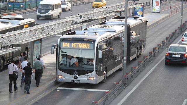 Metrobüste yangın paniği: Yolcular tahliye edildi