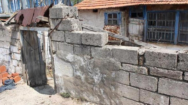 Tabae Antik Kenti'ndeki tarihi parçaları ev yapımında kullanmışlar