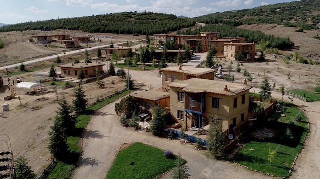 Sonsuz Şükran Köyü görenleri büyülüyor