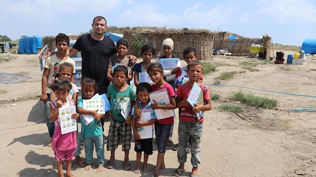Köy köy dolaşarak 12 bin çocuğu kitapla buluşturdu