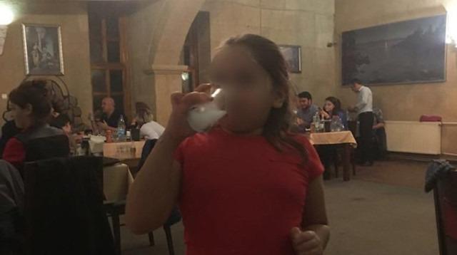 2,5 yaşındaki çocuklarına içki içiren aile gözaltına alındı