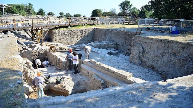 Thyateira Antik Kenti'ndeki kazılarda Helenistik ve Roma dönemine ait tapınak bulundu