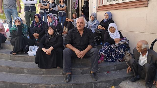 Nöbet tutan Diyarbakır annelerine 'imzalı' destek