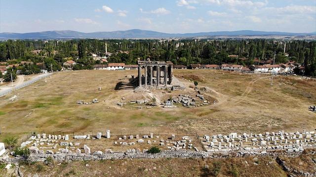 Aizanoi Antik Kenti'nde Roma dönemine ait mezar taşları bulundu