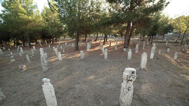 Kale-i Tavas'da Osmanlı dönemine ait mezar taşı bulundu