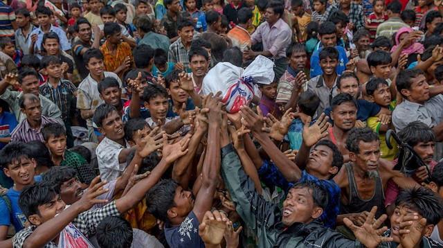 Bangladeş, Arakanlılara yardımı yasakladı