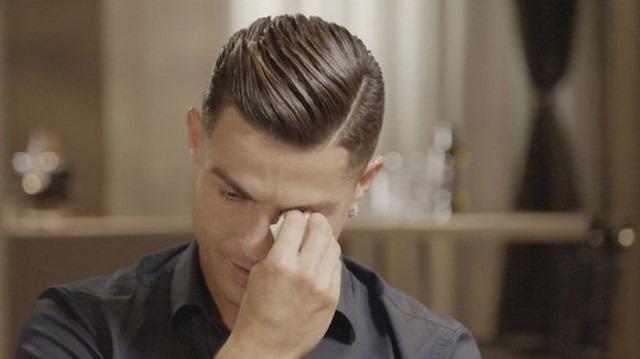 Duygusal anlar: Ronaldo hüngür hüngür ağladı