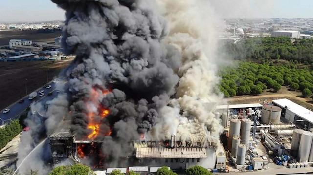 Tuzla'da fabrika yangını: Patlama oldu, yaralılar var