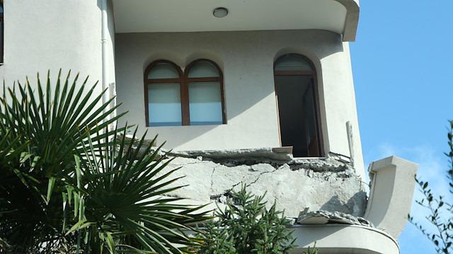 Çürük binalar artçı depremlere bile dayanamadı