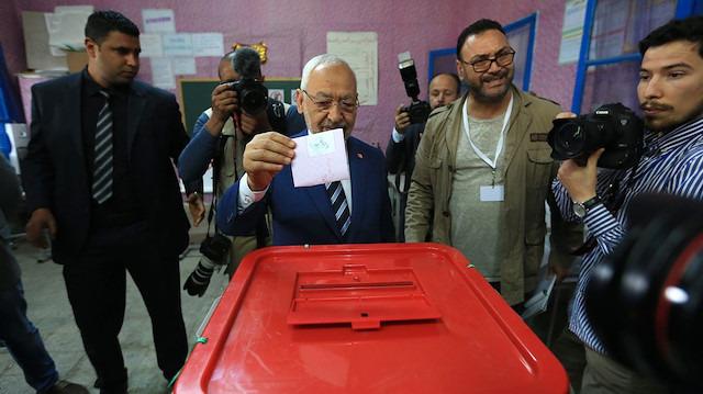 Tunus'ta ipi Nahda Hareketi göğüsledi
