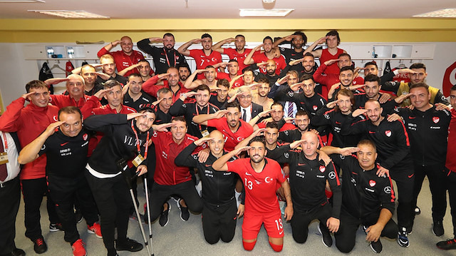 A Milli Futbol Takımı'ndan Mehmetçik'e selam