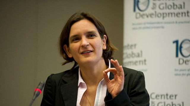 Yoksulluk mücadelesini Nobel ile taçlandırdı: Esther Duflo