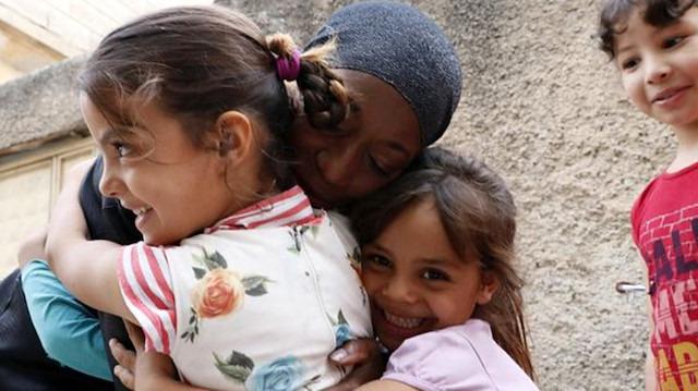 Ünlü şarkıcı Della Miles, Mehmetçik'e destek vermek için sınıra gitti