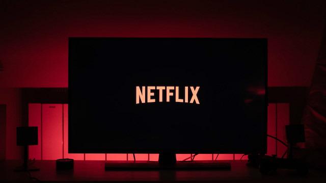 Netflix, şifresini başkaları ile paylaşanlar için önlem almaya hazırlanıyor