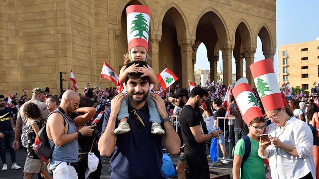 Lübnan halkı günlerdir meydanlarda