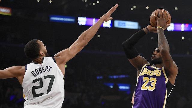 LeBron parladı, Lakers ilk galibiyetini aldı