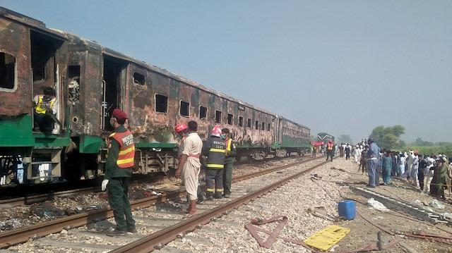 Pakistan'da tren faciası: 62 yolcu ölü