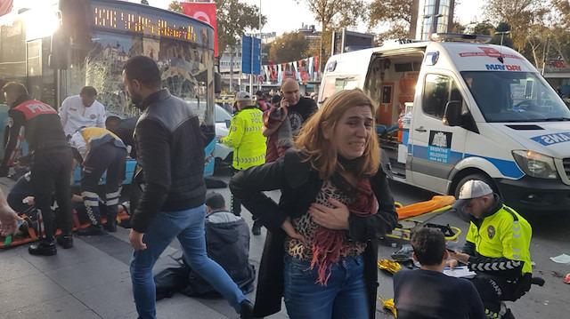 Beşiktaş'ta facia gibi olay: Otobüs durağa daldı