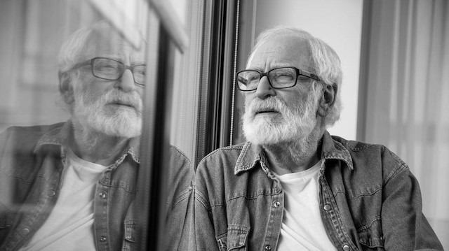 Yaşlanınca neden daha hassas oluruz?