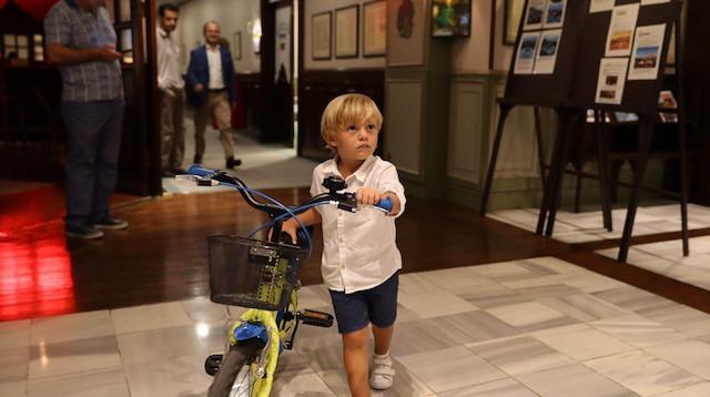 Dünyanın en genç bisiklete binme rekorunu kırdı: 3 yaşındaki Efe milli takıma göz kırptı