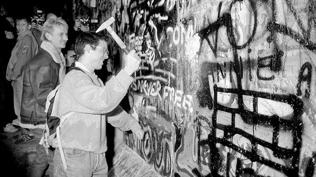 'Berlin Duvarı' 30 yıl önce bugün yıkıldı