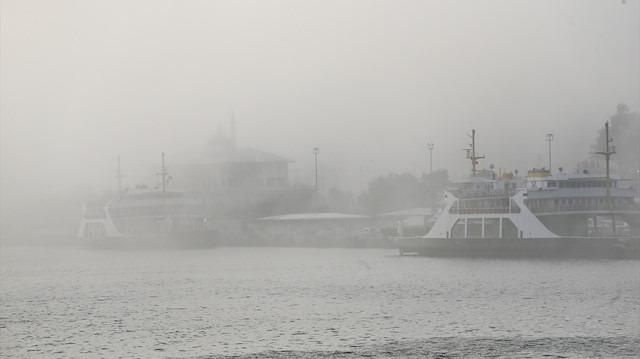 Yoğun sis İstanbul'u etkisi altına aldı: Vapur seferleri iptal edildi