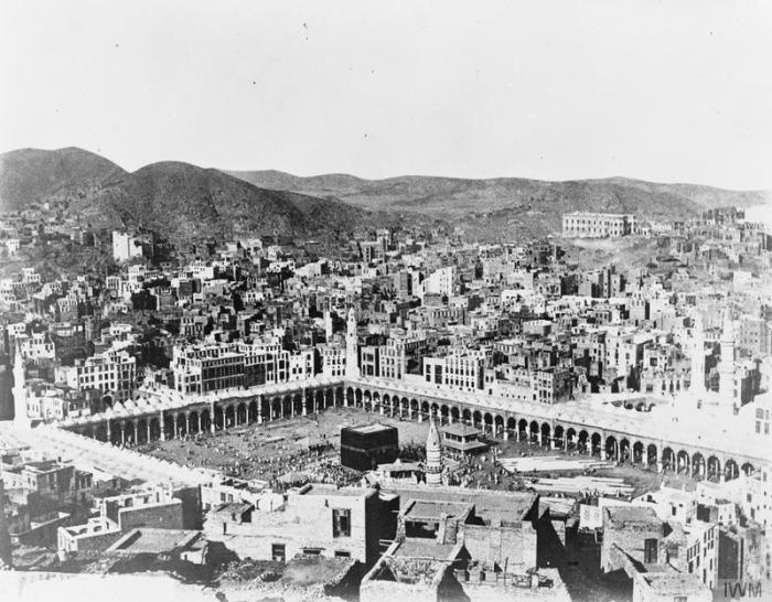 """""""Osmanlı, Mekke'de Kâbe'den yüksek bina yapmazdı"""""""