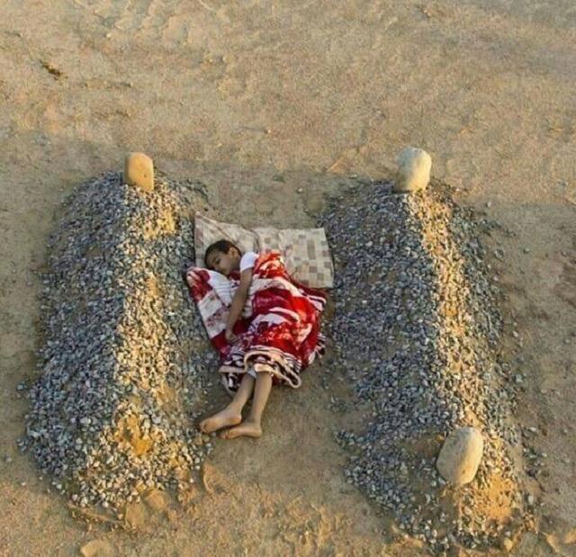 """""""Anne-babasının mezarında uyudu"""""""