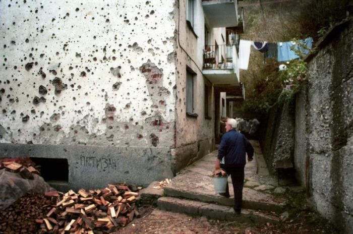 Savaş bittikten beş yıl sonra Srebrenitsa, Bosna...